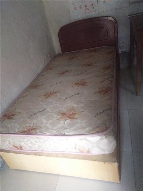 席夢思床帶彈簧床墊,寬1米長2米需要的聯系我