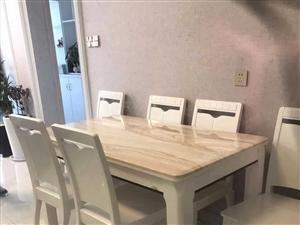餐桌椅九成新,原�r打折3800�I的,�F1500出