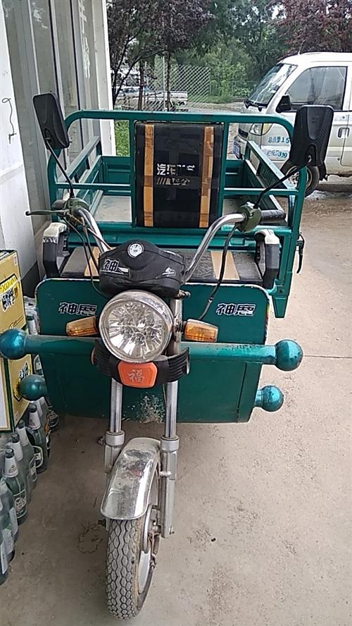 家庭闲置电动三轮车一辆,八成新,电池耐用,有意者请联系,在青州海岱苑,电话13371073010