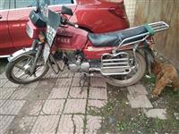 诚心出售八成新摩托车一辆,1000元整不议价,有需要的朋友请电联!