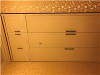 9成新家具一套,新买的房子想换个装修风格,衣柜一个、床一个、床头柜两个