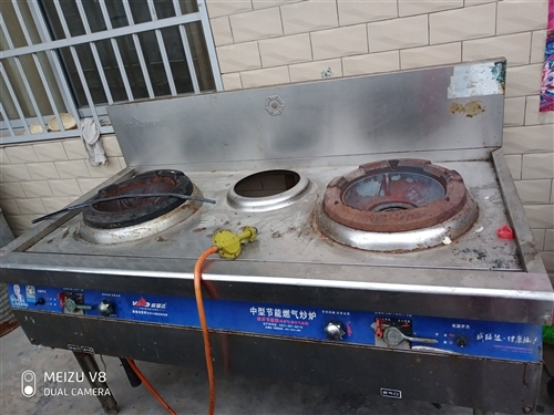 出售燃气灶  也可用煤火灶   以前开店买的    用了不到一年还是新的   没什么问题