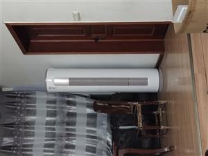 美的3匹空调。今年6月份刚刚买的6600都没用几次。   在酉阳县城内