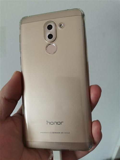 转手正在用的手机,荣耀6x,4+32,金色9成新,无拆修,刚换的钢化膜和壳子,带超级软件,可免费下载...