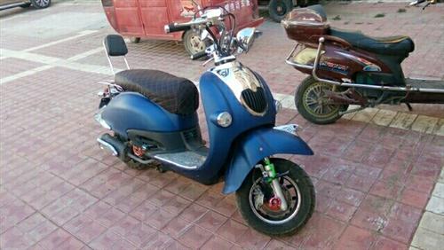 助力摩托车出售125发动机,电起动,前后双碟刹,也可一健起动,爆闪,发动机亮灯,实表跑一千五百多公里...