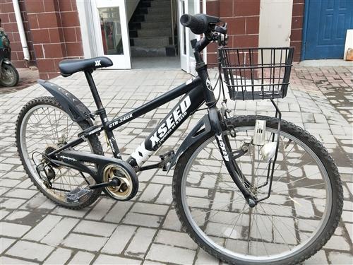 日本原裝變速自行車。托朋友在日本買的。孩子大了,騎不著了。