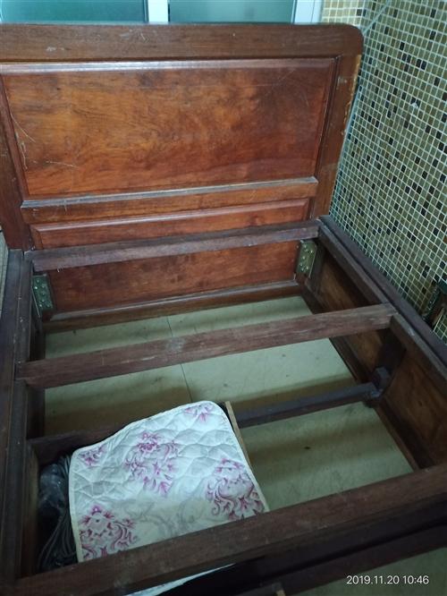 平價轉讓紅木床1.1*2.0米 有感興趣的請打電話聯系 15916280309