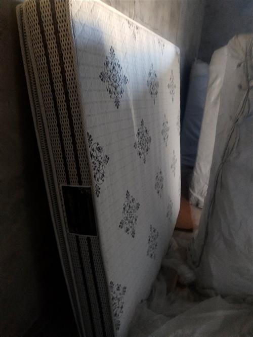 自家用二手床垫300元   25cm厚乳胶垫  用了不到两年。