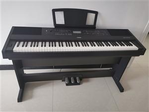 一台雅马哈KBP-2000电钢琴带箱式双人琴凳(2017年购买带收据)低价转让 它具有钢琴的手感力...