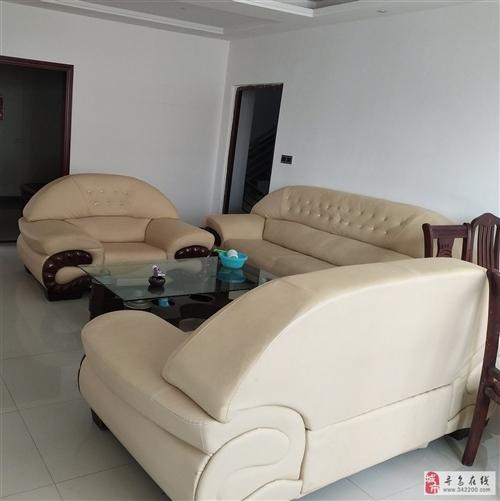 家用沙发9成新,带茶几,低价出售,价格面议19942142656