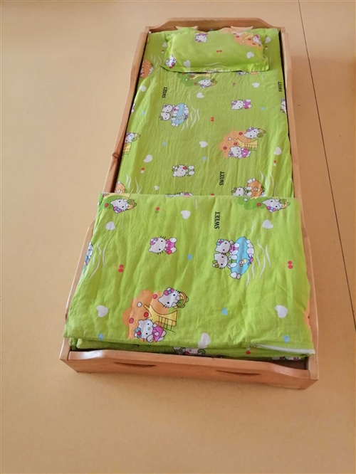 幼儿园看护班,实木床,**,20套,褥子,被20套,低价处理,60元