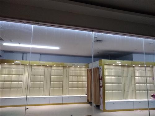 品牌内衣货柜,底价处理,600元一节。有要的电话联系13406646303。