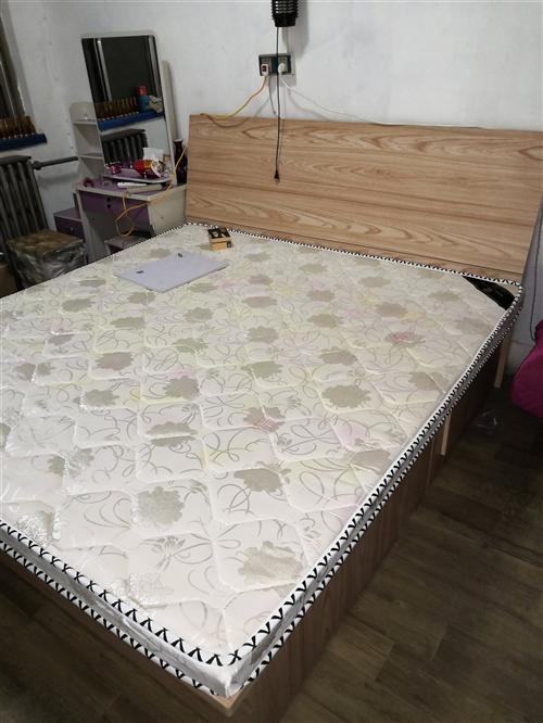 自家用的,搬家带不走 1.8米×1.9米环保颗粒板高箱床一张 1.8米×1.9米10公分棕床垫一...