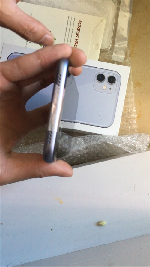 苹果11紫色64G,才买了不到一个月,想换个颜色。现低价出售,充电器和耳机掉了,就裸机带盒子,刚贴了...