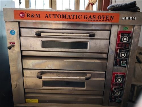 出手9成新燃氣雙層烤箱,12層發酵箱,25公斤和面機,手撕面包模具。