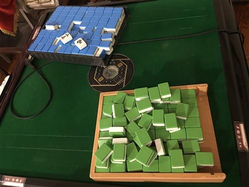 因茶樓新到一批麻將機 閑置出了幾臺二手全自動麻將機帶兩幅大麻將 ,機子沒有任何問題 買來的時候三千元...