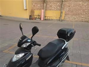 125踏板摩托车,九成新,原价3700,因换车,不骑了,车况好,没毛病
