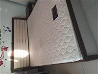 鼎高品牌1.8×2米高箱床一套,帶床墊,床頭柜,價格便宜,有意聯系13379443099