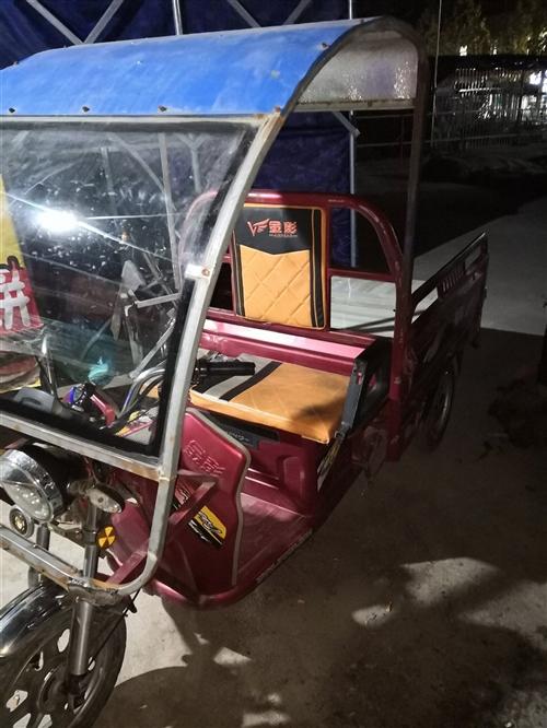 金彭電動車,大燈超亮,三個輪胎很好,60V20安電池,車子正常使用中,后面車箱因裝菜己爛,己更換新板...