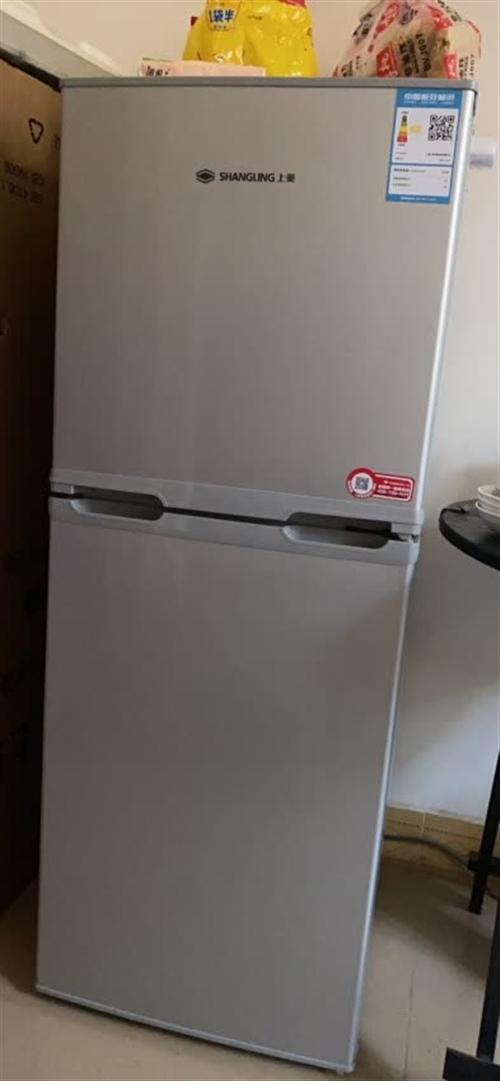 99成新上菱牌中型冰箱,年中购买,三包证书齐全,冰箱制冷效果非常好,静音型,因为工作原因离开黔江,现...
