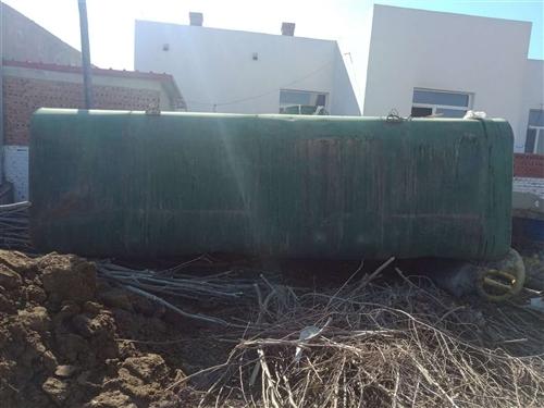 出售大车水罐(圆罐) 长5.6米,高1.85米,宽2.25米 四个厚的铁板焊得,价格面议! 联...