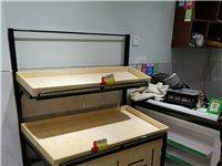 水果店已轉出 新買的冰箱展示柜 收銀臺 7個水果架 打包出售 可整體 有優惠 也可零售  價格可議