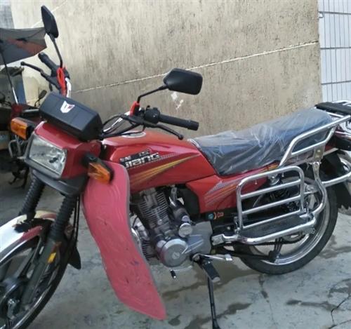 钱江摩托车150cc,新国标四电喷带平衡轴,9.999成新包上户,八月份卖了骑了几天就出去上班了。一...