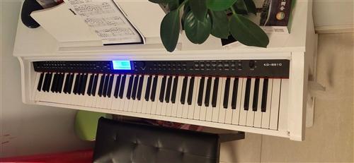 转让电钢琴一台,九成新,低价出售