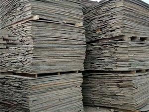 收售工地方木模板,出售大�^柱子