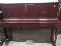 轉讓一臺家用閑置鋼琴~珠江鋼琴。型號120,棗紅色,九九成新,音色優美,音質純凈,鍵盤反應靈敏,...