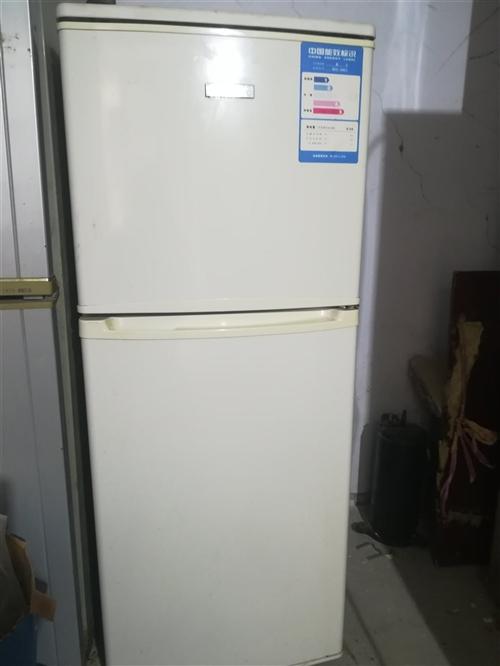 转让新飞108升迷你小冰箱