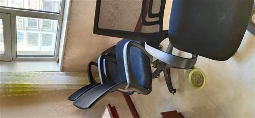 辦公桌和轉椅白菜價出售有需要的聯系,有幾臺臺式電腦見錢就買