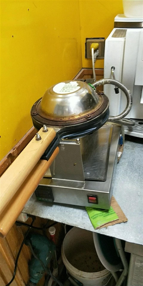 冰淇淋机,制冰机,暴风雪机,蛋仔锅,松饼锅,可单买,也可以打包出售,价格电话联系,电话1568269...