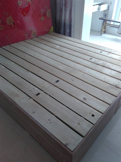 自买来几乎没用过,床长2.2米,宽1.8米,因太大了,现想处理。还有一棕子垫。