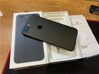 國行蘋果7plus。128Gb黑色。手機包裝盒。保修卡。說明書都在。成色9新以上。只是后蓋有點正常氧...