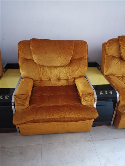 带电动的沙发配小茶几,便宜转手。