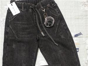 烟灰色加绒版,**的没穿吊牌都在,实体店买的,质量放心,买回来和衣服搭不上,想转有缘人,价格美丽体重...