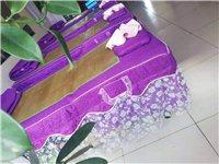 現有八支美容床整套(床、枕頭、凳子)出售,給錢就賣,有意者聯系。