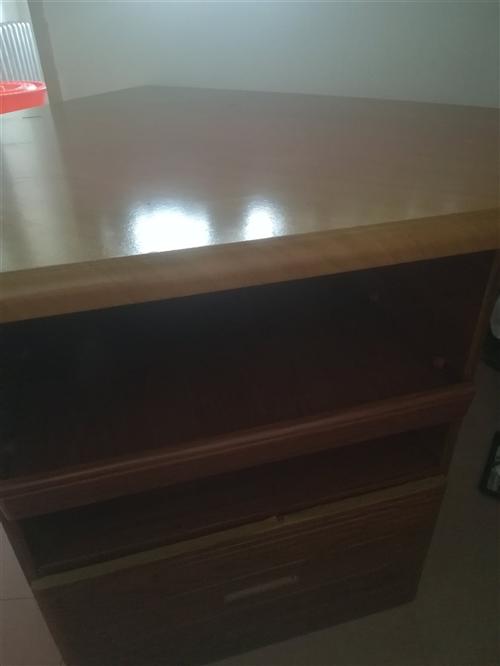电视柜也可做床头柜,20元。电话:13845801633