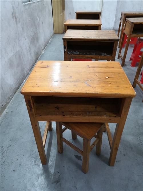 学生课桌,30元一张,一共12张