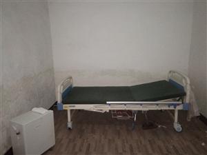 �o理床和�t用制氧�C,因老人去外地�杉�只�I600元。