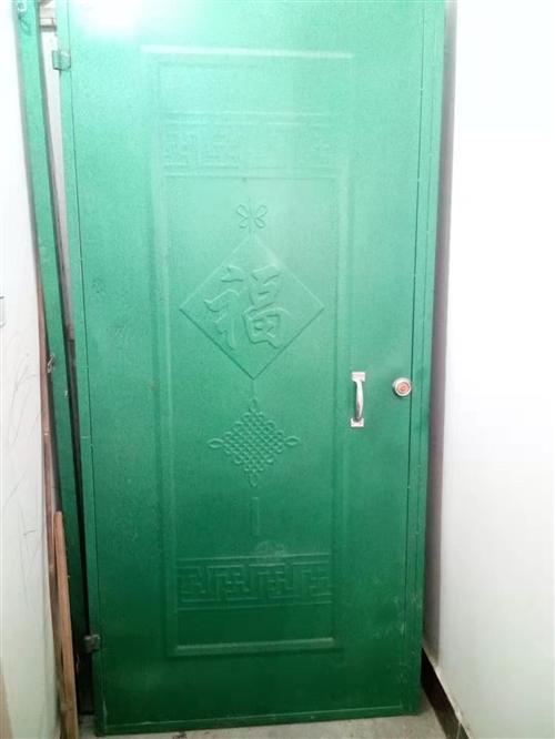 转让铁门一个,宽0.95米,高2.02米,价格两百,可小刀