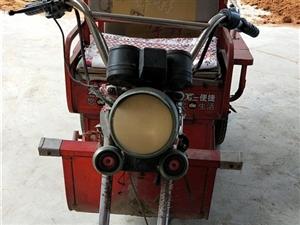 宇峰牌电动三轮车,配有充电器,既充既开,喇叭方向灯都是好的。