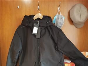 **男士羽绒服忍痛出售,百分之八十白鸭绒,180斤内可穿,青州同城包邮,省外不包邮,买的时候799,...