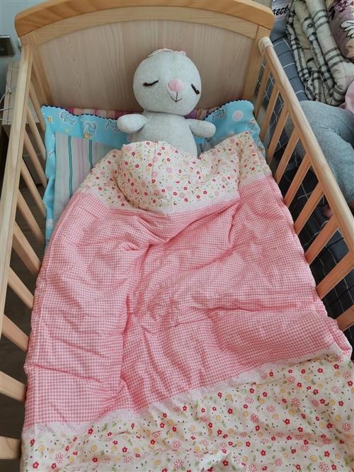婴儿床九成新,二层有储物层   1.5长0.6米宽