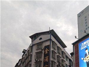 城西圆弧商品房4室2厅2卫出售,产权面积148.16平方,家具家电全送,一楼储物间和公共停车位。联系...