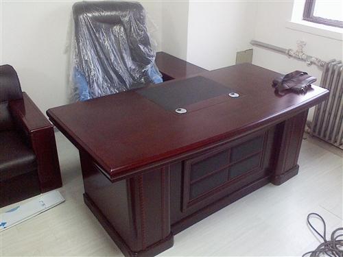 出售8成新办公桌一台,18779762881