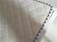 1.8*2米液压杆床带席梦思床垫,双虎家私的床垫子,用了一年多。也可单卖床,给钱就卖。