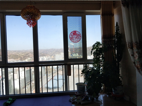 高石崖樂馨家園小區,127平米,精裝修,大產權大暖,好樓層,好戶型,窗明幾凈,是你理想的現代裝修風格...