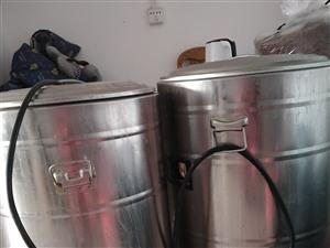 本人有二手设备低价转让:生蚝机一台8头的,汤炉2个,烧烤摊两个,保鲜柜3开门的2台,上下铺铁床2张,...